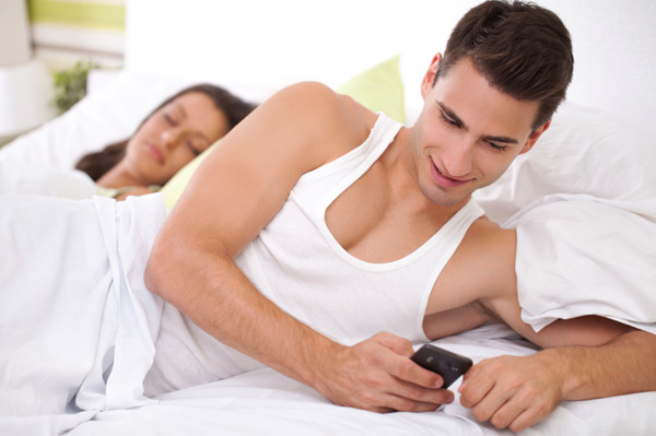 read boyfriend text messages